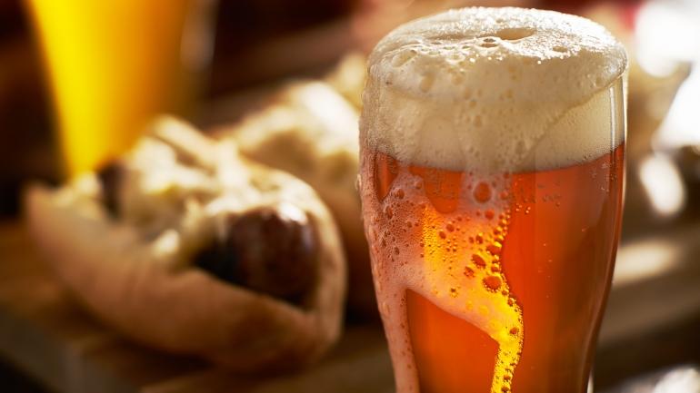 Birrería: parador de cervezas, el nuevo pub que inauguró sobre avenida Pellegrini